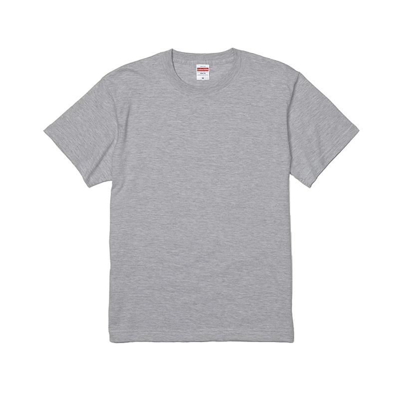 淡色のTシャツ