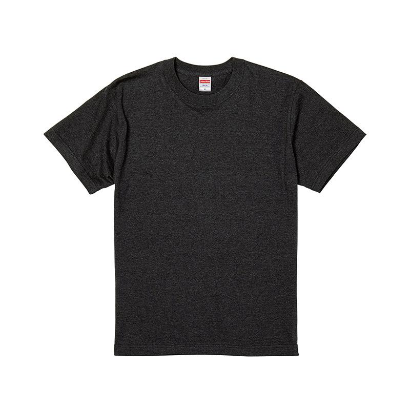濃色のTシャツ
